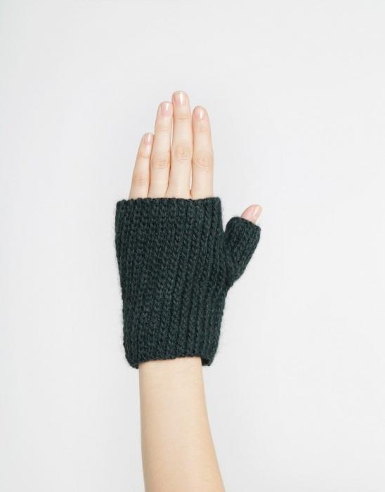 Kit tricotat manusi Full of Love Mittens 3