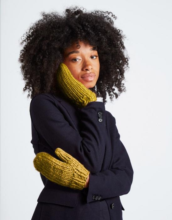 Kit tricotat manusi Fight the power 1
